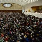Papa recebe instituições de surdos-mudos