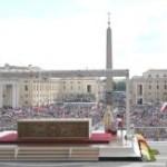 Fiéis participam de Missa em ação de graças por novos santos