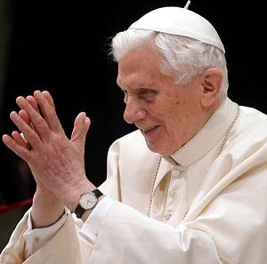 Participação de Bento XVI é aguardada na canonização