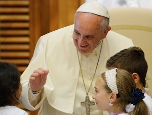 """Papa às crianças: """"Deus é amor. Confiemos!"""""""