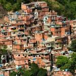 """""""persistem desequilíbrios econômicos e bolsões de pobreza na América Latina"""