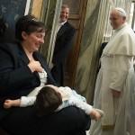 Santa Sé promove amamentação em público