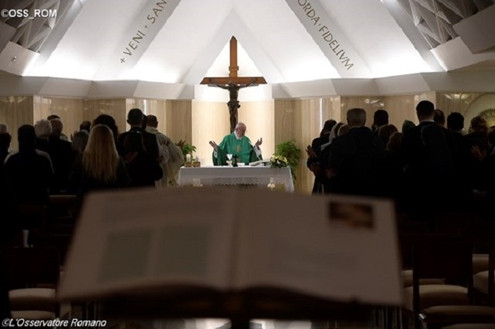Papa: rezar para conhecer Jesus; o catecismo não é suficiente