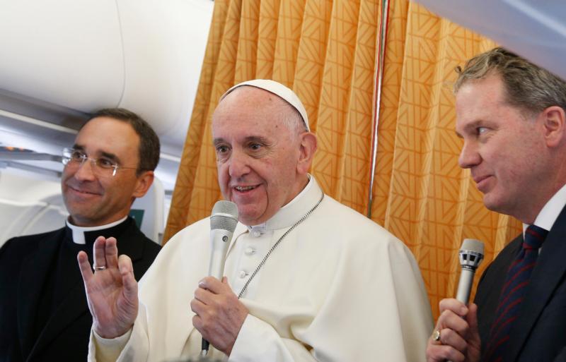 Papa: restrição à ordenação de mulheres como padres é permanente