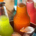 Os malefícios do refrigerante e sucos artificiais