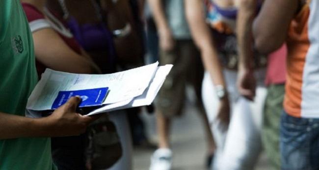 Taxa de desemprego fica em 13,6% no trimestre encerrado em abril