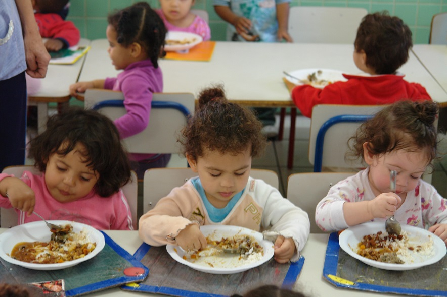 Papa encoraja esforços para eliminar a fome e desnutrição