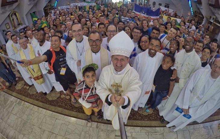 """""""A juventude é o presente e o futuro de nossa Igreja"""", afirma Dom Vilson"""