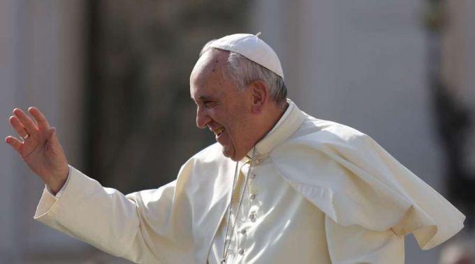 Nas férias, Papa Francisco trata de um problema de saúde, diz revista italiana