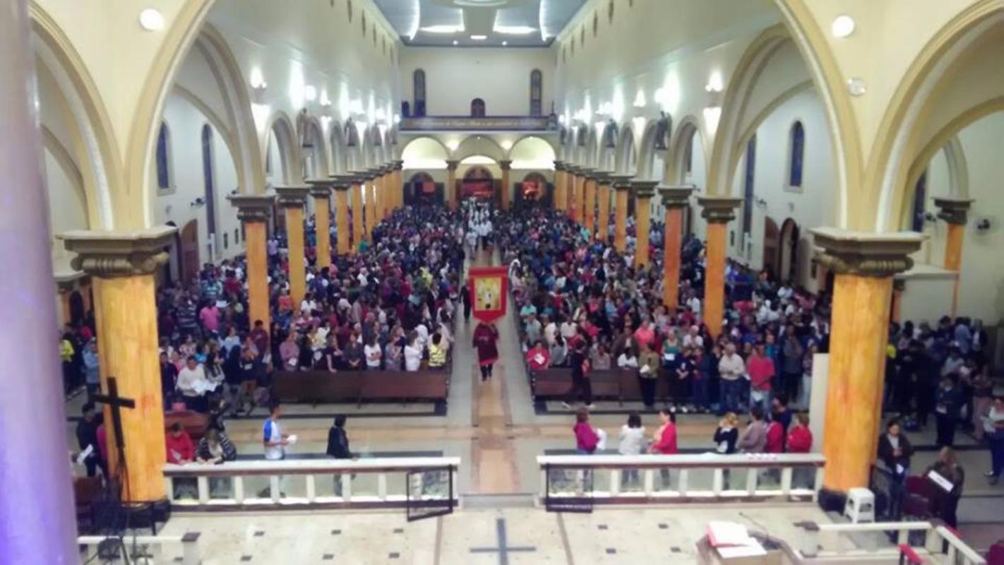 Confira as imagens dos devotos na Novena as 5h da manhã!