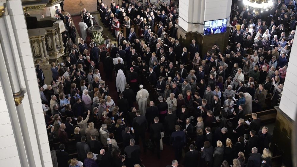 Papa: fazer de cada situação uma oportunidade de comunhão e reconciliação