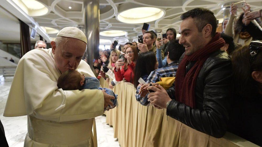 Papa: somos eternos mendigos de amor