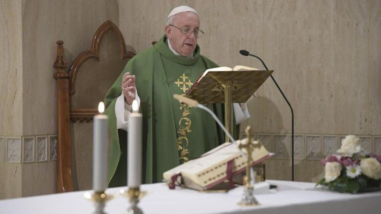 Papa na Casa Santa Marta: há a misericórdia de Deus, mas também a sua ira