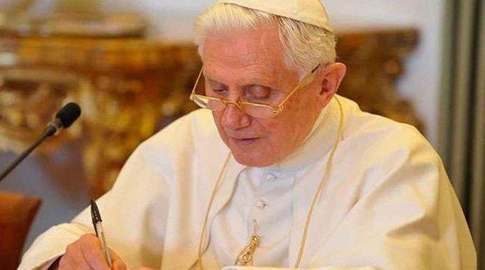 Vaticano se pronuncia sobre saúde de Bento XVI