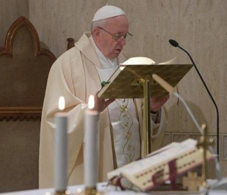 Papa na Santa Marta: cuidar dos idosos e jovens é cultura da esperança