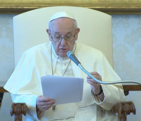 Papa exorta a curar as epidemias causadas pelos pequenos vírus e pelas grandes injustiças sociais