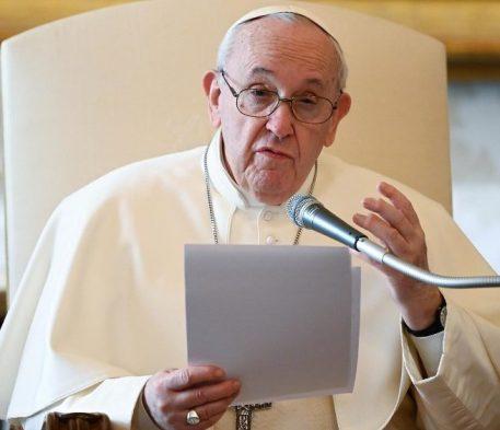 O Papa na Audiência Geral: louvar é como respirar oxigênio puro